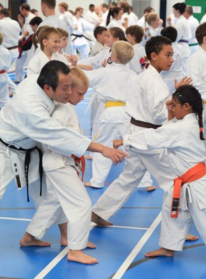 AGKK – Australian GoJu Kai Karate - Seiichi Fujiwara with Children